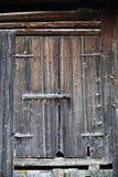 Puerta austríaca tradicional de la granja foto de archivo