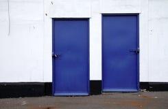 Puerta azul fotografía de archivo