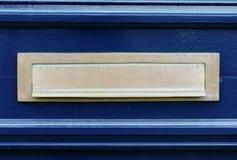 Puerta azul con el letterslot/la caja Imagen de archivo libre de regalías