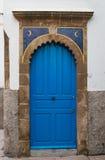 Puerta azul con las lunas, Marruecos Imagen de archivo libre de regalías
