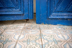 Puerta azul de la capilla Foto de archivo
