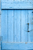 Puerta azul del Grunge imagen de archivo