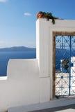 Puerta azul del hierro de Santorini Fotografía de archivo libre de regalías