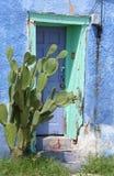 Puerta azul vieja Foto de archivo
