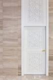 Puerta blanca alta imagenes de archivo