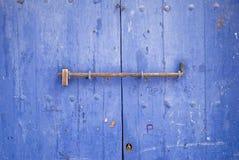 Puerta bloqueada de la casa de barco tradicional Imágenes de archivo libres de regalías