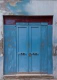 Puerta bloqueada de madera vieja imagen de archivo libre de regalías