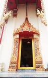 Puerta budista de la iglesia Fotografía de archivo libre de regalías