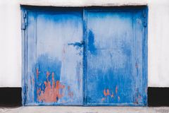 Puerta cerrada del garage imagenes de archivo