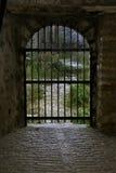Puerta cerrada en el extremo de un túnel Fotos de archivo libres de regalías