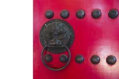 Puerta china roja del templo Foto de archivo libre de regalías