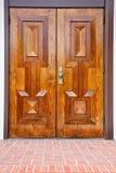 Puerta clásica de madera de roble Imágenes de archivo libres de regalías