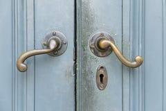 Puerta con la manija metaal Foto de archivo libre de regalías