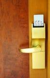 Puerta con la tarjeta de seguridad. Imágenes de archivo libres de regalías