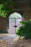 Puerta cruzada de la forma un garder del chuch Imágenes de archivo libres de regalías