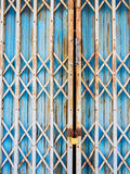 Puerta de acero vieja del fondo Foto de archivo