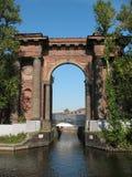 Puerta de agua de la nueva isla de Holanda. St Petersburg Fotografía de archivo libre de regalías