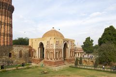 Puerta de Alai Darwaza Alai en el complejo de Qutb Minar fotografía de archivo