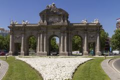 Puerta de Alcala dans un jour ensoleillé image stock