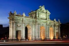 Puerta de Alcala (den Alcala porten) i Madrid, Spanien Royaltyfri Bild