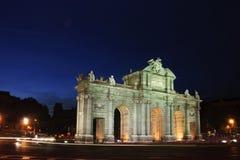 Puerta de Alcala (den Alcala porten) i Madrid, Spanien Arkivbild