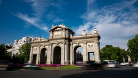 Puerta de Alcala en el time lapse loopable de Madrid almacen de metraje de vídeo