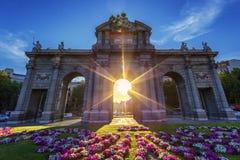 Puerta de Alcala på solnedgången Arkivfoton