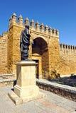 Puerta de Almodovar, paredes medievales de Córdoba, España Fotos de archivo libres de regalías