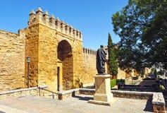 Puerta de Almodovar, paredes medievales de Córdoba, España Imágenes de archivo libres de regalías
