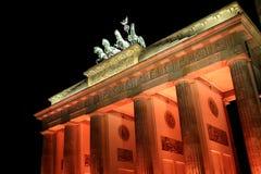Puerta de Berlín Brandenburgo iluminada Foto de archivo