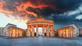 Puerta de Brandeburgo, Berlín, Alemania - panorama imagen de archivo libre de regalías