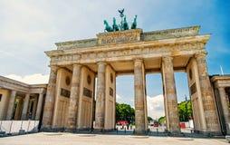 Puerta de Brandeburgo en el día soleado en Berlín alemania imágenes de archivo libres de regalías