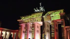 Puerta de Brandeburgo la señal sabida de Berlín metrajes