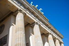 Puerta de Brandenburgo en Berlín Símbolo histórico en Alemania E foto de archivo