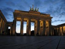 Puerta de Brandenburgo en el crepúsculo Fotografía de archivo libre de regalías