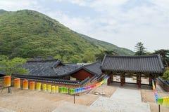 Puerta de Burimun y otros edificios en el templo de Beomeosa en Busán Fotos de archivo