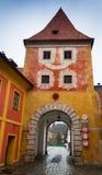 Puerta de Cesky Krumlov Budejovice Imagen de archivo libre de regalías