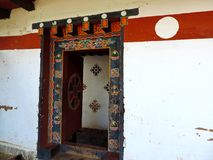 Puerta de Chimi Lhakhang, Bhután foto de archivo