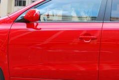 Puerta de coche roja imagen de archivo libre de regalías
