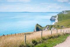 Puerta de Durdle, Dorset en Reino Unido, sitio jurásico del patrimonio mundial de la costa fotos de archivo