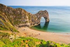 Puerta de Durdle en la playa de Dorset fotografía de archivo