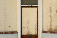 Puerta de entrada abandonada de la tienda Fotos de archivo libres de regalías