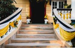 Puerta de entrada adornada de la casa Fotos de archivo