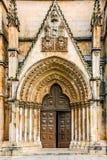 Puerta de entrada al monasterio medieval dominicano de Batalha, Portugal Fotos de archivo