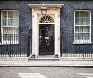 Puerta de entrada de 10 Downing Street en Londres Foto de archivo libre de regalías