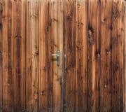 Puerta de granero del fondo de madera rústico de los tablones Texure orgánico fotos de archivo libres de regalías