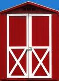 Puerta de granero roja Fotografía de archivo libre de regalías