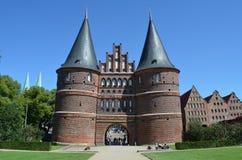 Puerta de Holsten, señal de la ciudad hanseática de la cuba de tintura del ¼ de LÃ Imagen de archivo