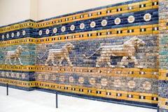 Puerta de Ishtar de Babilonia en el museo de Pérgamo, Berlín - Alemania imagen de archivo libre de regalías