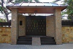 Puerta de jardín delantera Foto de archivo libre de regalías